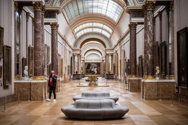 Dérives au Louvre